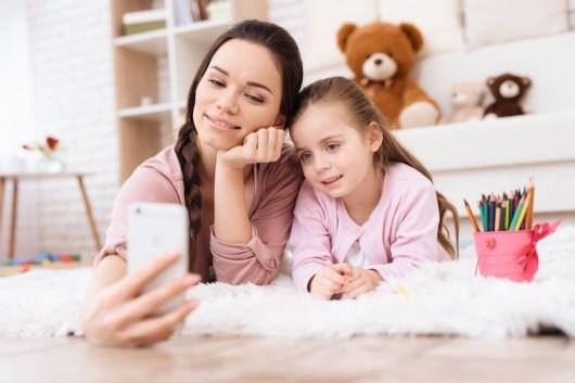 Mom-and-daughter-selfie